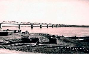 Modelo de ponte ferroviária que Monteiro Tourinho idealizou construir sobre o Rio Paraná, na região de Sete Quedas em Guaíra (PR)