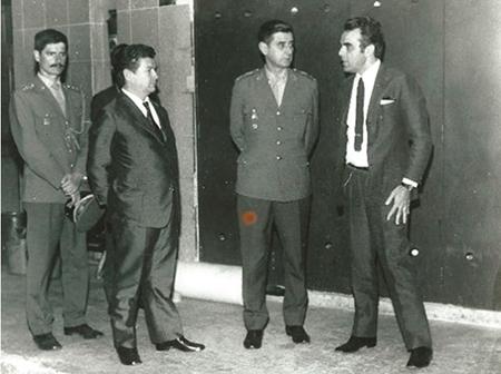Ayrton Pereira Tourinho com o Ajudante de Ordem, Major Luiz Fernando Nascimento Tourinho, em visita oficial à cede do Jornal Gazeta do Povo (Curitiba), em 1966.